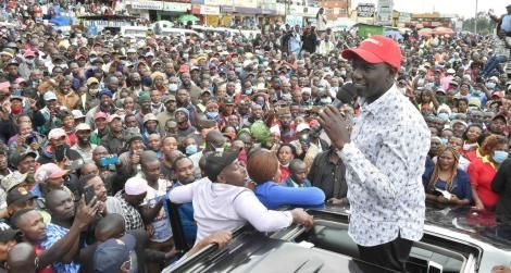 Deputy President Ruto addressing a crowd in Nyeri County on October 30, 2020.