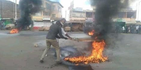 Kenol residents fighting fires lit by rowdy youth on Sunday, October 4, 2020.