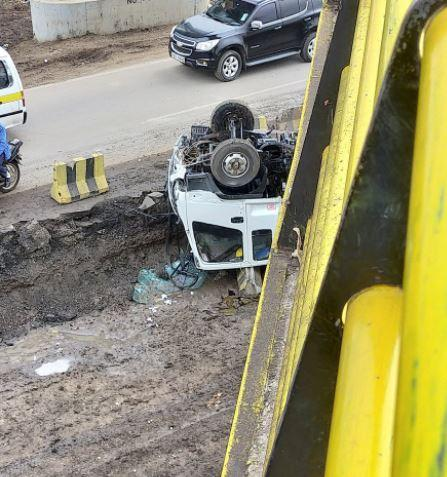 An overturned vehicle that has plunged in the ditch on Mombasa road.