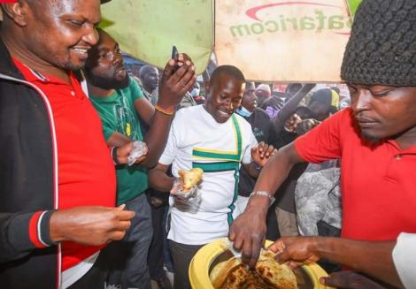 Moses Kuria and UDA Kiamba parliamentary by-election candidate buying food from traders in Ruaka and Ndenderu.
