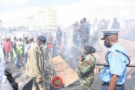 Police Officers pictured at Gikomba Market on June 25, 2020. President Uhuru Kenyatta has vowed to unmasks the suspected arsonists behind the frequent fires at the market.