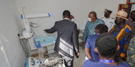President Uhuru Kenyatta with Raila odinga inspecting NMS hospital in Kibra