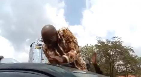 Jimi Wanjigi evading stones pelted at his motorcade in Migori County on Friday, September 17, 2021.