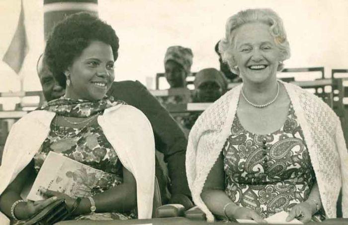 Edna Grace Clarke Kenyatta (right) in 1971