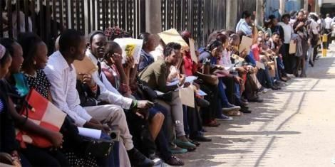 An image of Nairobi job seekers waiting to hand in their applications to an employer in 2020