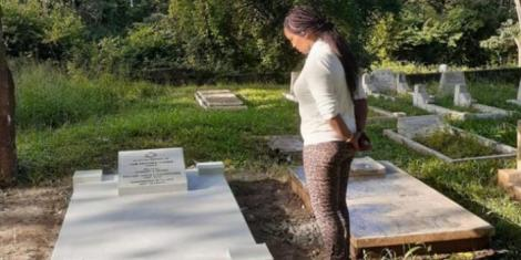 Sarah Cohen visiting her husband's grave at the Jewish Cemetery on Thursday, January 30.