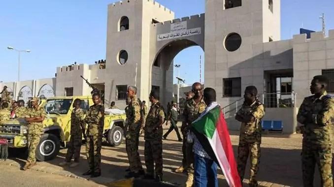 Soudan: Six militaires tués dans des heurs avec des manifestants