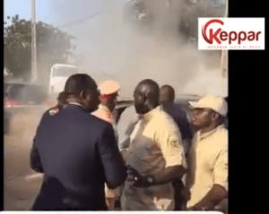 cortège 2 300x238 Limousine brûlée de Macky Sall: les failles intolérables dans la sécurité présidentielle