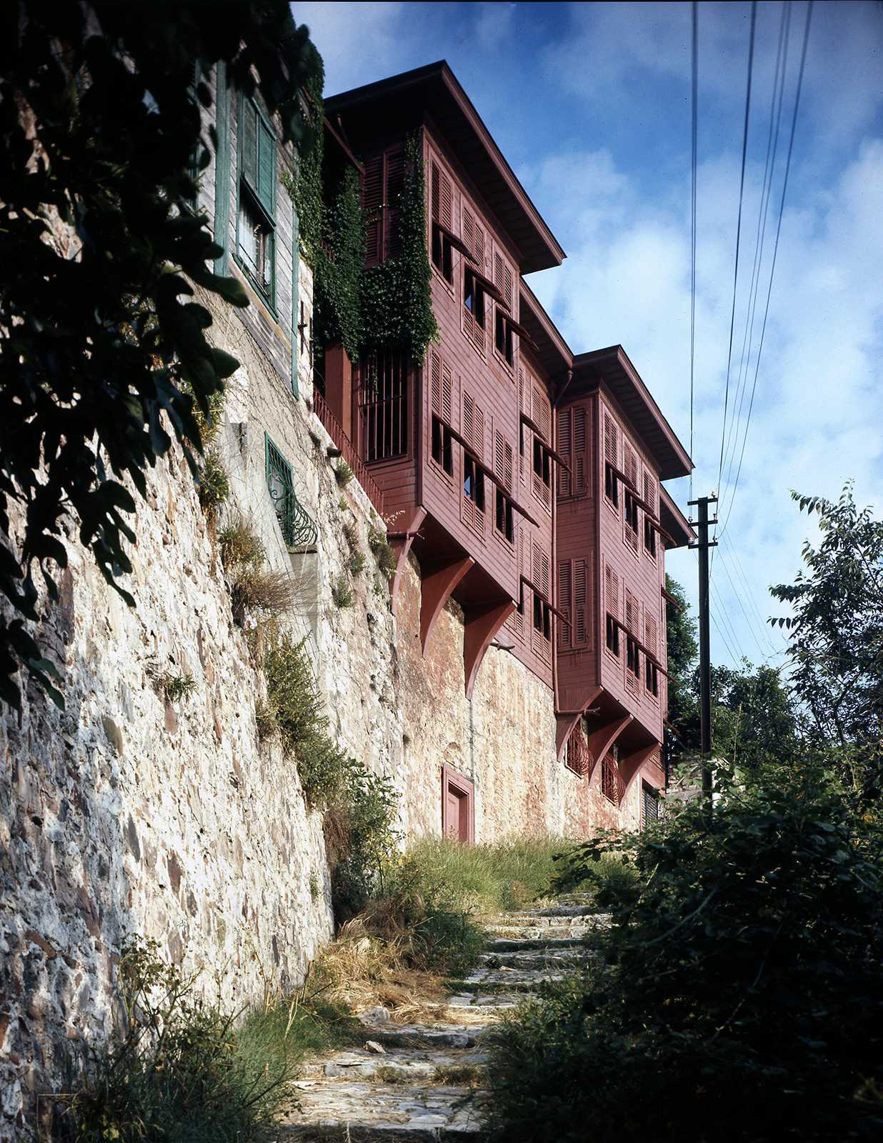 Curuksulu Mansion, Uskudar, 1974. The last restoration was realized by Turgut Cansever and Reha Gunay in 1970-1973.