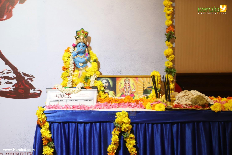 manju warrier at prathi poovankozhi movie pooja photos 008