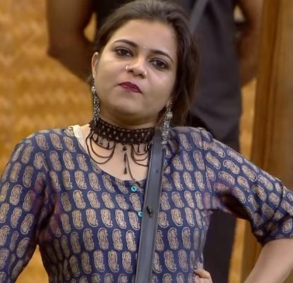 Jasla Madassery – Bigg Boss Malayalam 2 second wild card entry