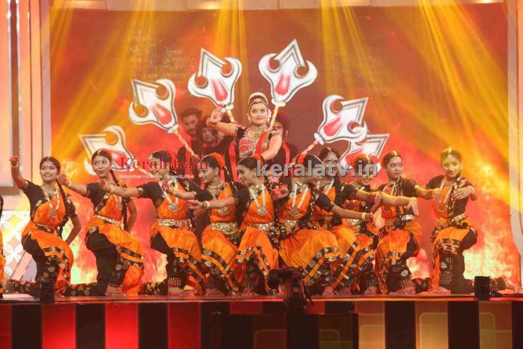 Sonu at Asianet TV Awards 2015