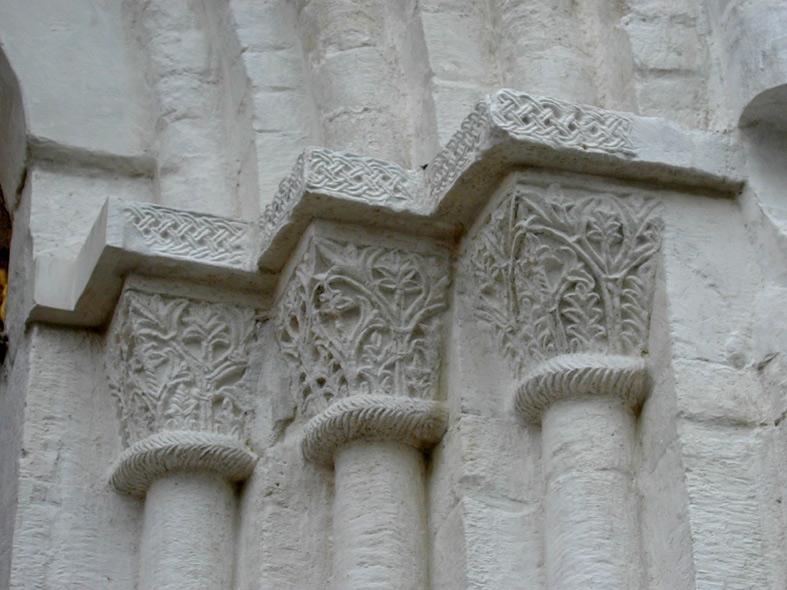 Архитектурные стили: Владимир, Владимиро-суздальская школа архитектуры и белокаменной резьбы.