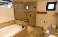 Душевая кабина в ванной комнате.