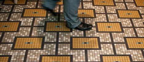 Мозаика в интерьере на полу