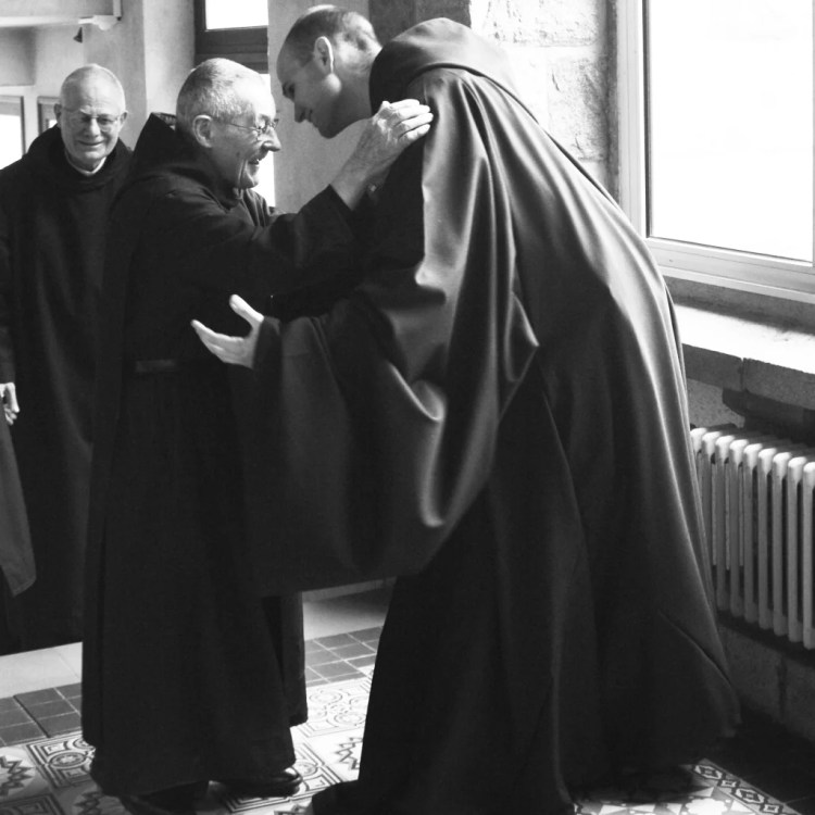 Profession solennelle. Le Profès prononce ses voeux définitif et devient moine. Il intègre pleinement la communauté.