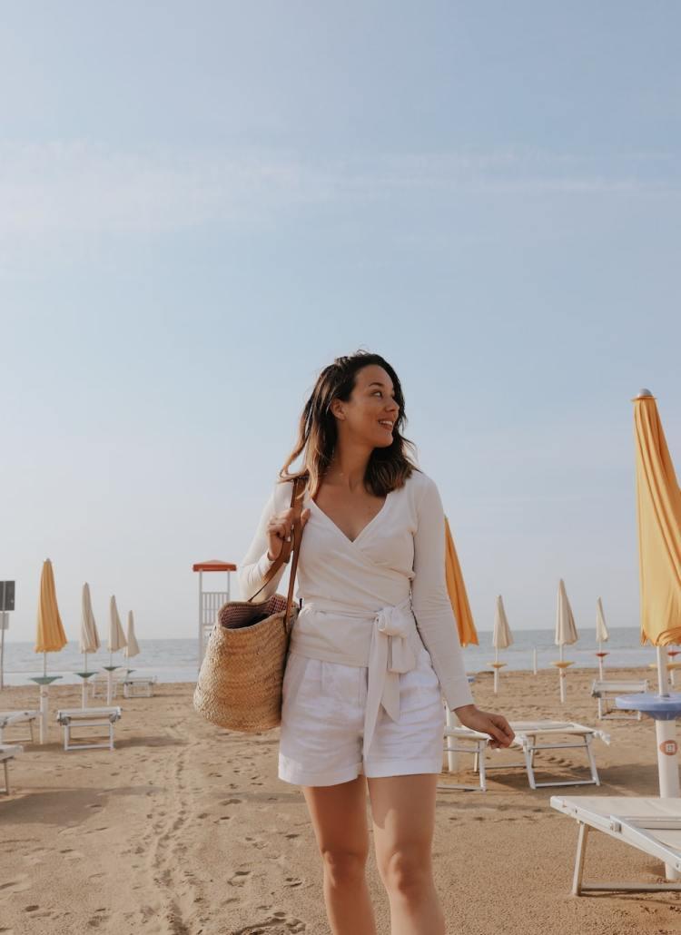 Blog Your Style - Sommerliche weiße Shorts am Strand