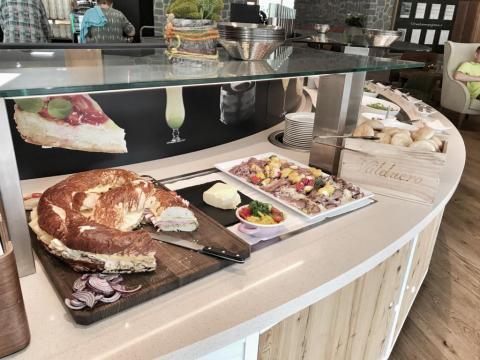 Hotel Dachsteinkönig - Familienurlaub Ziege Milchbar Nachmittagsjause