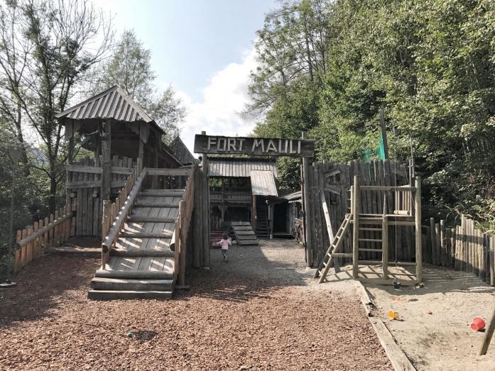 Abenteuerlicher Familienurlaub im Märchenwald Steiermark. Ausflug mit Kindern. Spaß für Groß und Klein.