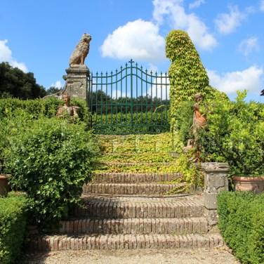 Castelfiorentino, Villa di Meleto: a kert teraszokra épült