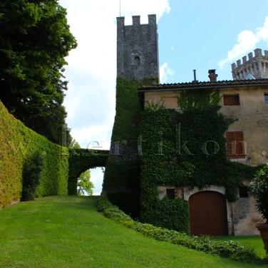 Castello di Celsa, a középkori vár kertje a történelem során több kertépítészeti áttervezés révén alakult