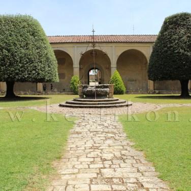 Certosa di Pontignano a kolostorkert rendezvények díszkertje
