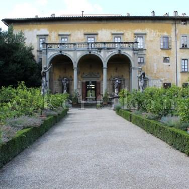 Firenze, Giardino Corsino al Prato: a geometrikus parterre, háttérben a villaépülettel