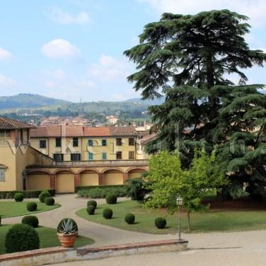 Poggio a Caiano, Villa Medici: a Medici kertek korai példája volt, ahol íves növényágyakat létesítettek