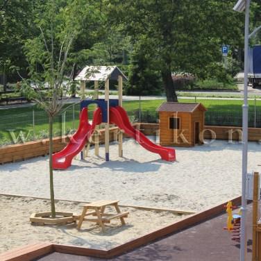 Homokozó és tornyos játszó - óvodakert, játszóudvar