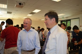 Ko Wen-je with Prof. Fred Gibbons of Stanford (Photo by Gina Mao)