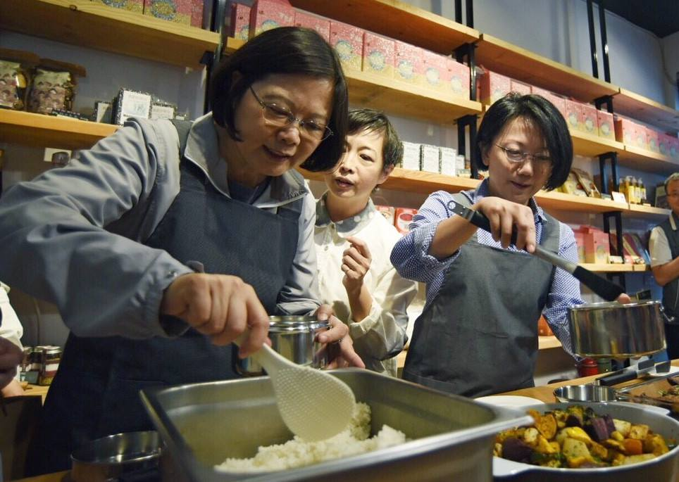 President Tsai Ing-wen, left, on the campaign trail in 2015 (from Facebook)