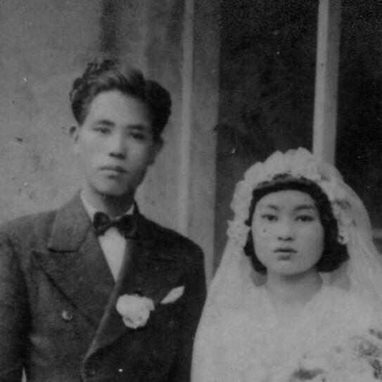 Rosey 的外公外婆結婚照 (Rosey Peng 提供)