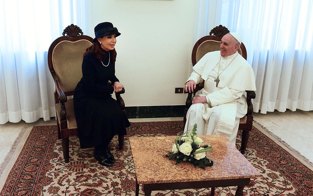 Pope Francis with Argentina's former president Cristina Fernandez de Kirchner (by Casa Rosada (Argentina Presidency of the Nation), CC BY-SA 2.0)