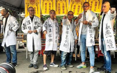 Photo Essay: Protesters Staged Sarcastic Religious Style Demonstration Against Labor Law Amendments