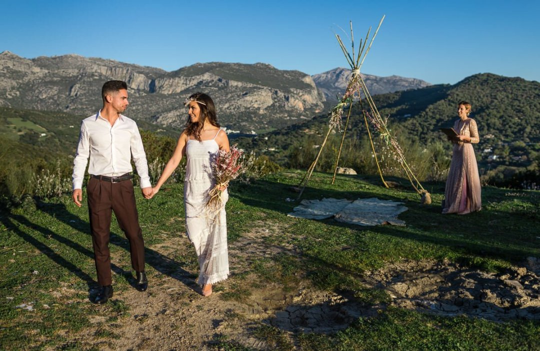 Micro Weddings in Spain / Couple get married on mountain