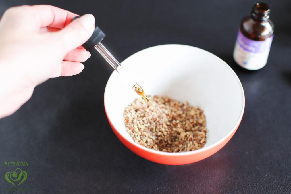 Adding vanilla stevia | keto-vegan.com