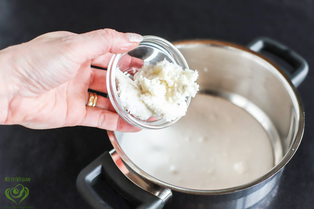 Adding coconut manna | keto-vegan.com