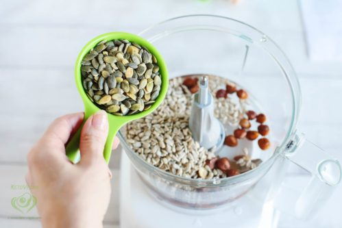 Add raw pumpkin seeds   keto-vegan.com