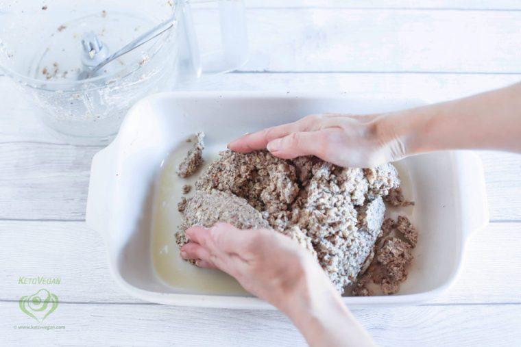 Shape and press the mixture | keto-vegan.com