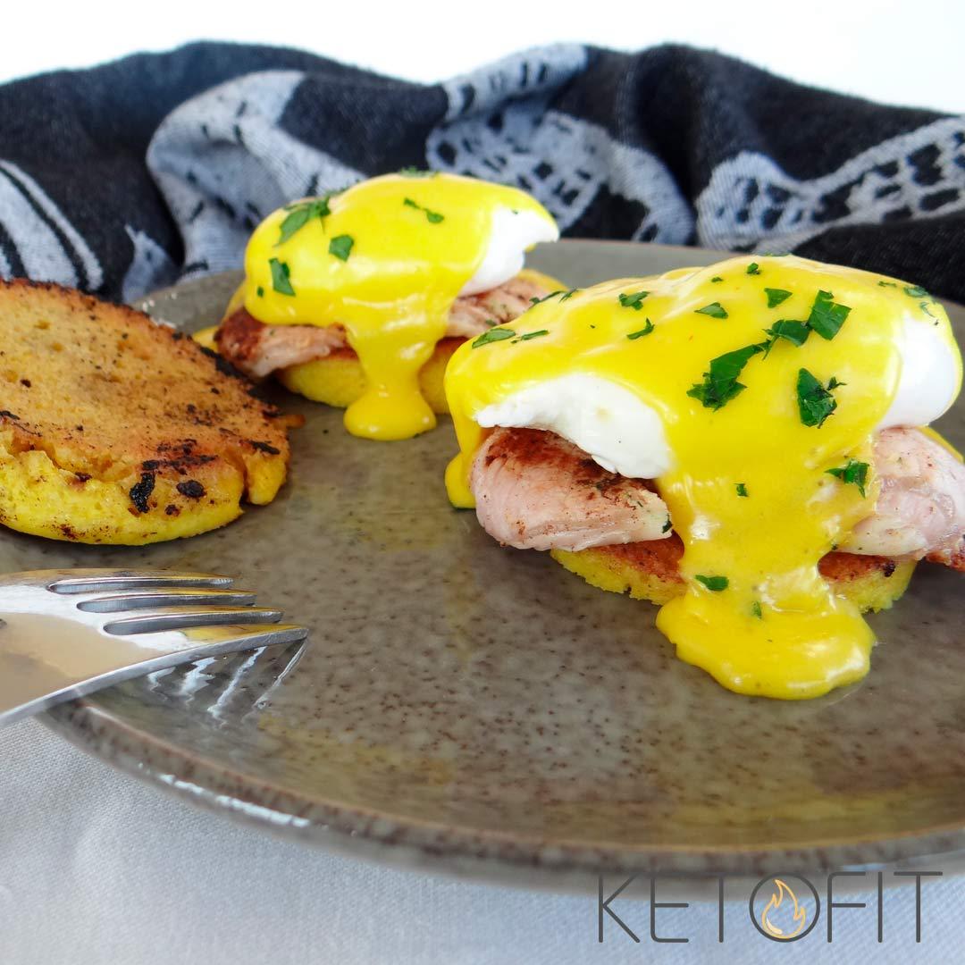 keto eggs benedict recept