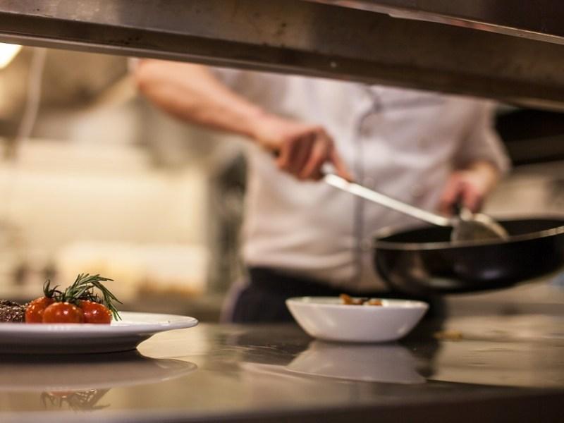 Kuusi vinkkiä kuinka selvitä ravintolaruokailusta ketogeenisellä ruokavaliolla