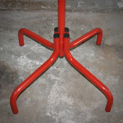 Onderkant industriële kapstok met stoere staander