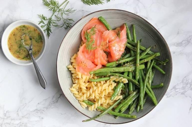 Pastasalade met gerookte zalm, haricots verts en dillesaus | Keukenmeid | Breg Blogt