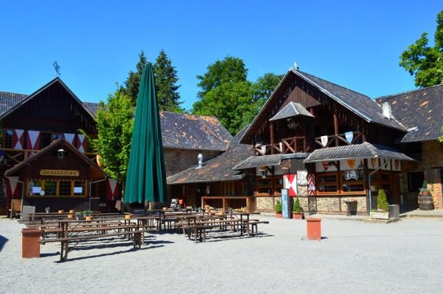 Pátio do castelo de Burg Satzvey