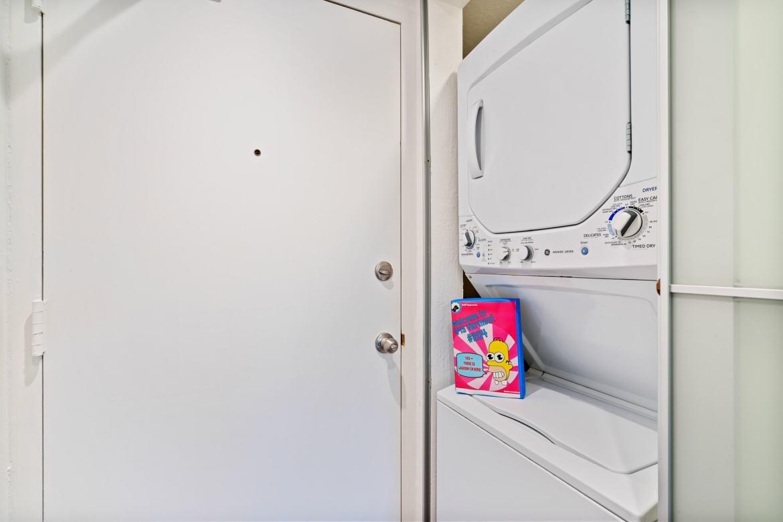 875 Vermont - Laundry