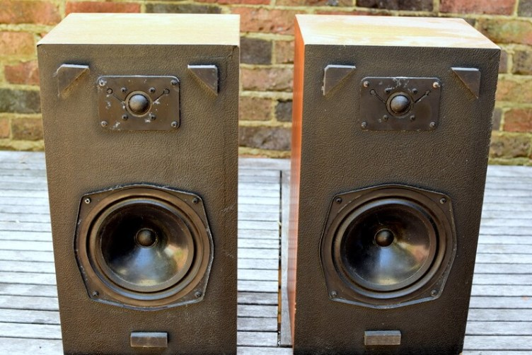 Omar CR251 speakers