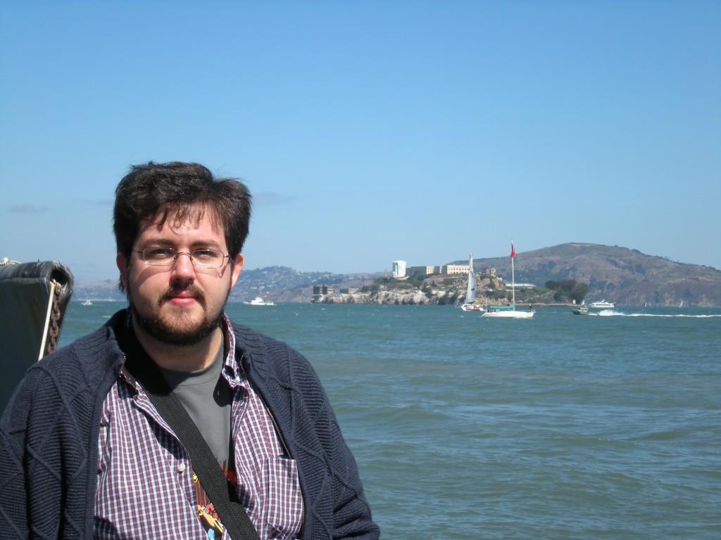 Con alcatraz de fondo - Juan Jesús Velasco