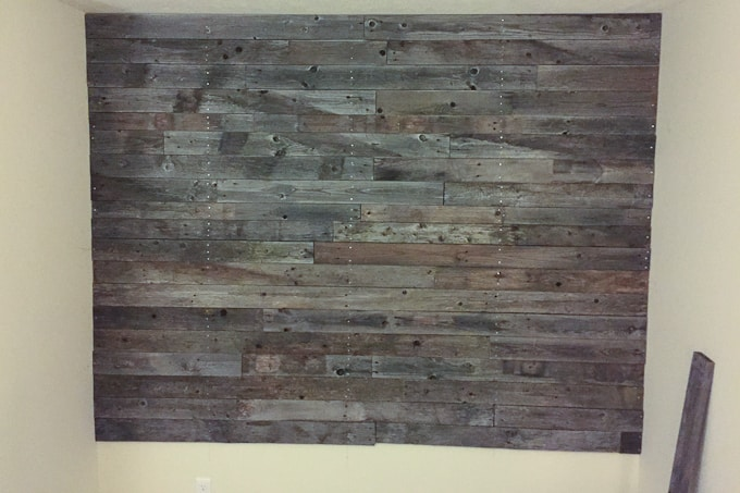 check out this amazing pallet wall made with free pallet wood i love the gray - Pallet Wall