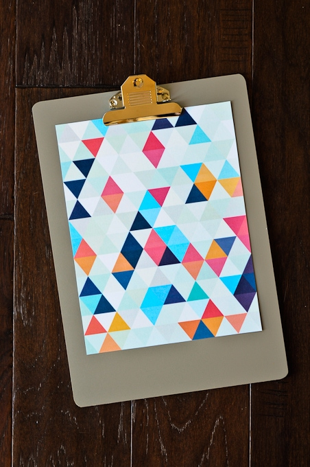 Check out the FREE wall art printables - SUPER CUTE and colorful designs!