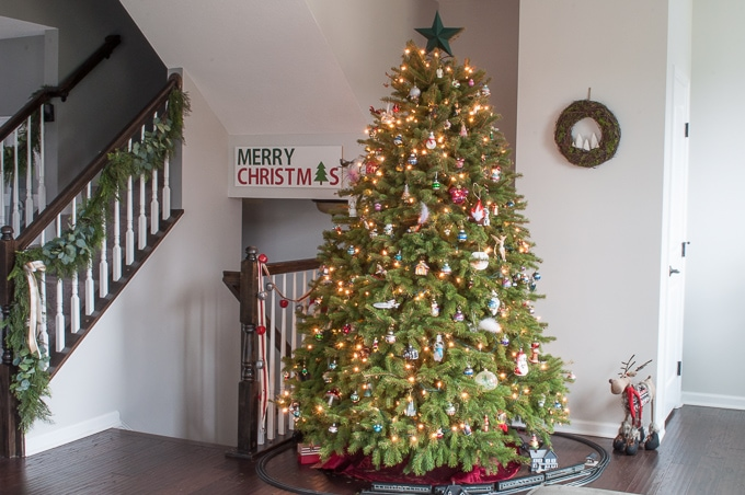 create this beautiful pine and eucalyptus christmas garland for your home it looks so realistic
